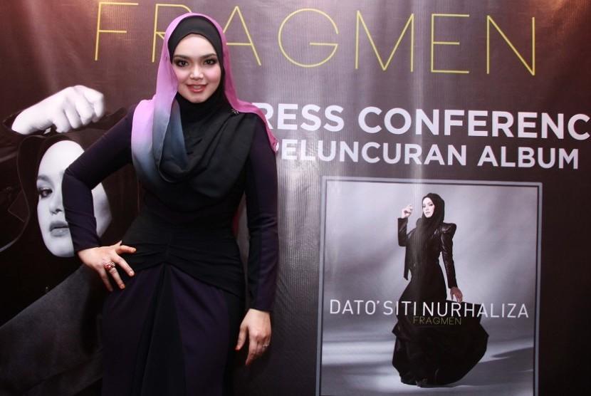 Penyanyi Malasyia Siti Nurhaliza hadir pada peluncuran album terbarunya