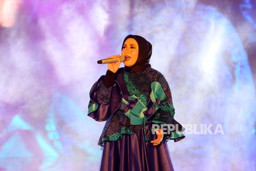 Penyanyi Melly Goeslaw