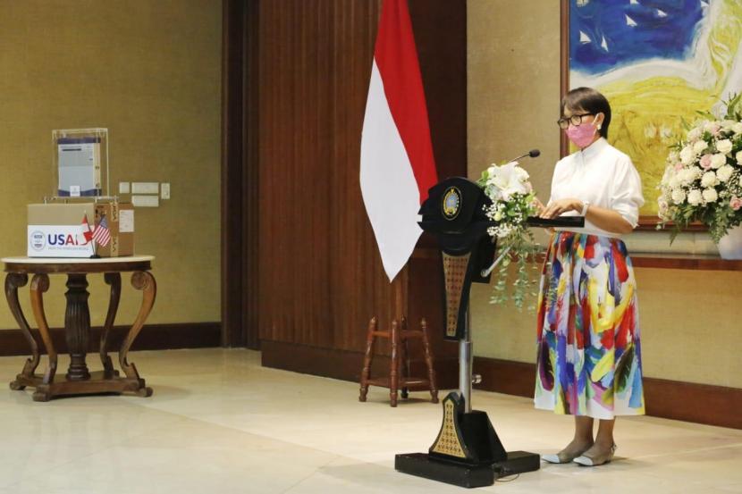 Penyerah terimaan simbolis bantuan 1.000 ventilator dari Amerika Serikat kepada Indonesia, Selasa (28/7). Menlu Retno Marsudi berharap dukungan AS agar Indonesia mampu buat vaksin mRNA. Ilustrasi.