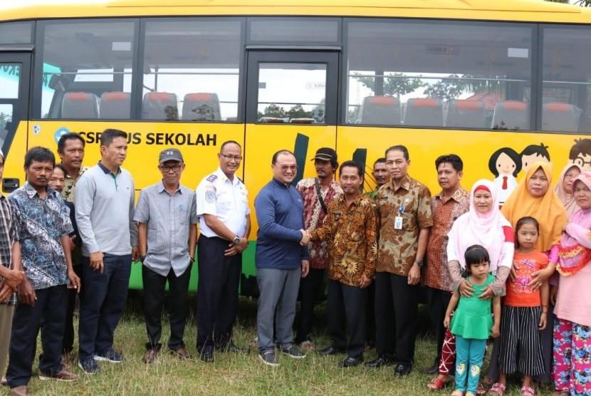 Penyerahan bus gratis di Desa Lubruk Pabrik, Bangka Tengah.