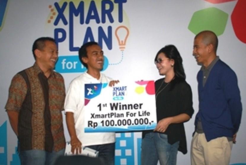 Penyerahan hadiah pemenang Xmartplan for Life