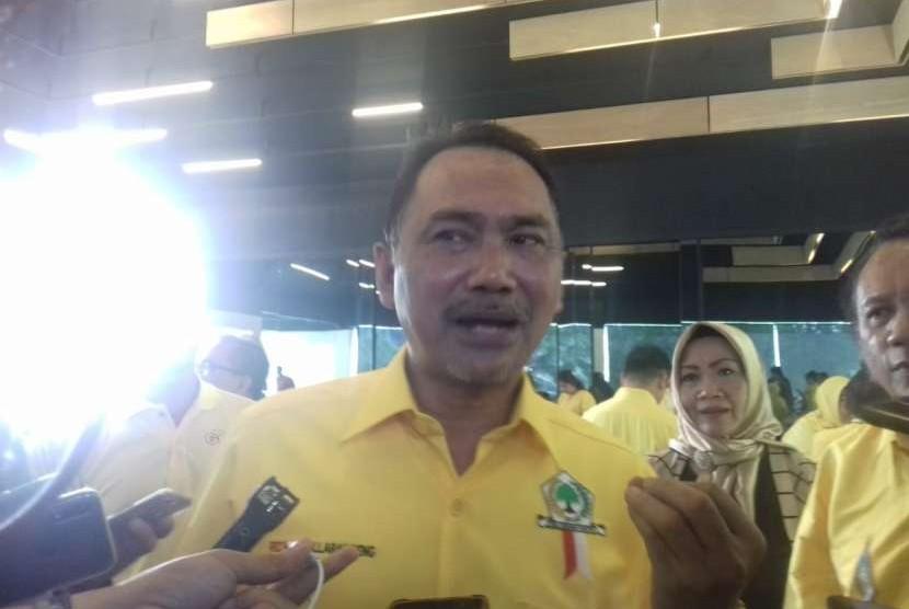 Penyerahan SK kepada Rizal Mallarangeng selaku Plt. Ketua DPD Golkar DKI Jakarta yang baru. Kantor DPD Golkar DKI Jakarta, Kamis (6/9).