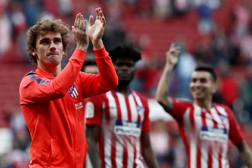 Penyerang Atletico Madrid Antoine Griezmann merayakan kemenangan timnya atas CD Leganes di Stadion Wanda Metropolitano, Madrid, Spanyol, Sabtu (9/3).