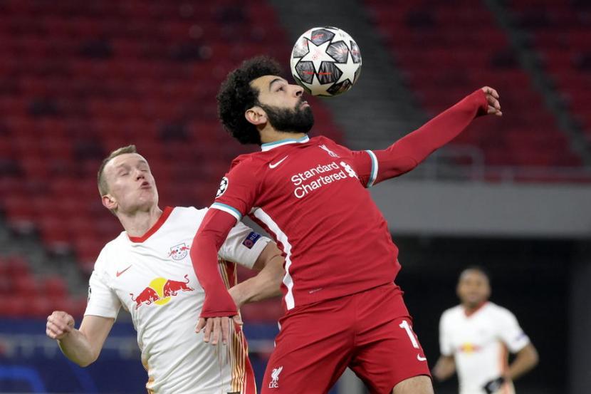 Penyerang Liverpool Mohamed Salah (kanan) kembali menjebol gawang RB Leipzig pada pertandingan kedua 16 besar Liga Champions..