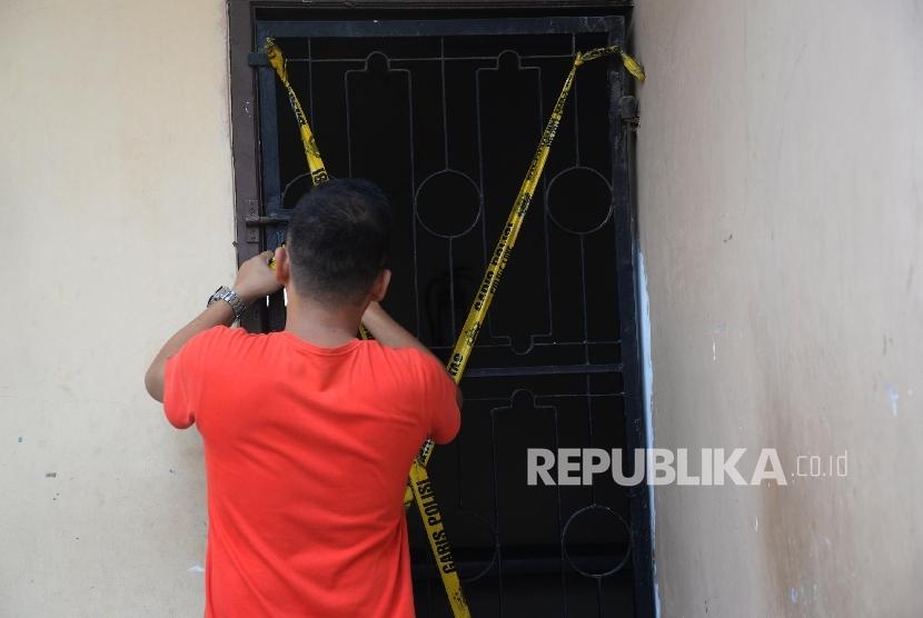 Police put up police line at one of TKI agency shelter in East Jakarta. (Illustration)