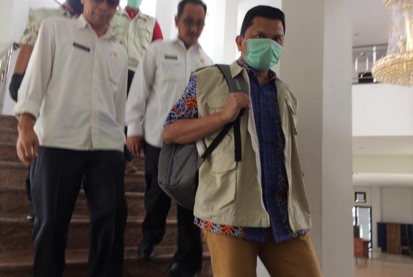 Penyidik KPK saat berada di Wali Kota Tasik, Rabu (24/4).