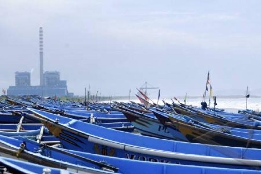 Perahu tradisional nelayan Cilacap, Jawa Tengah.