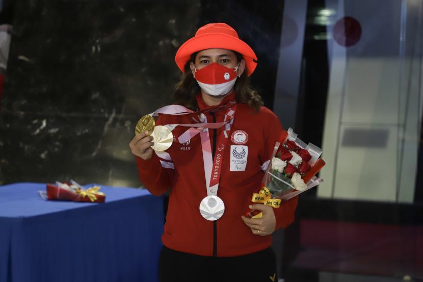 Peraih dua medali emas dan satu medali perak cabor para bulu tangis di Paralimpiade Tokyo 2020 Leani Ratri Oktila.