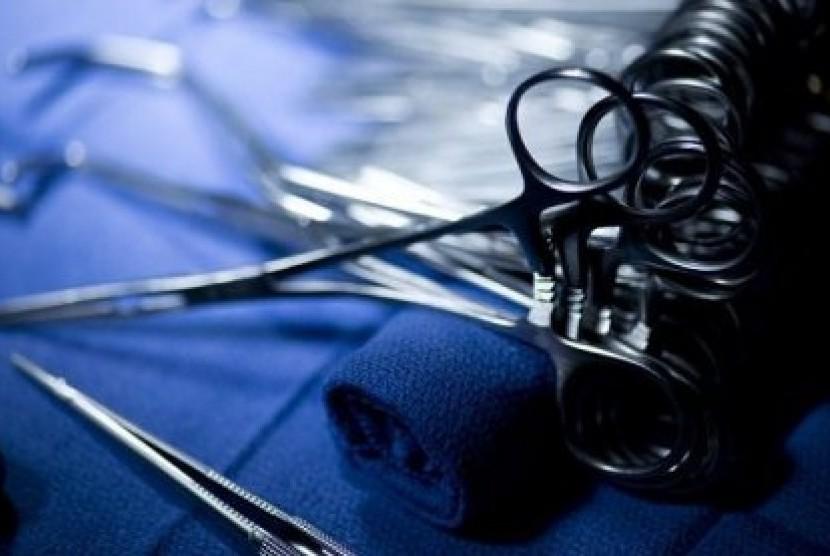 Peralatan bedah (ilustrasi)
