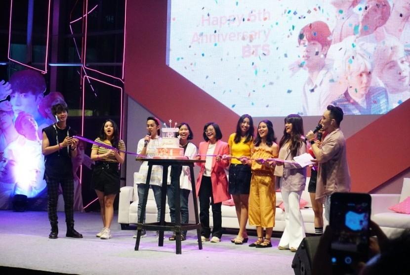 Perayaan ulang tahun BTS yang keenam oleh ARMYdi Jakarta.