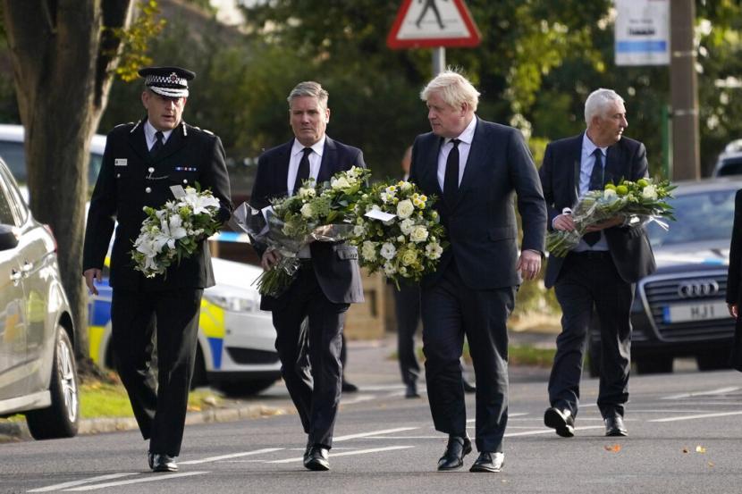 Perdana Menteri Inggris Boris Johnson mengunjungi gereja di mana anggota parlemen David Amess tewas ditikam sehari sebelumnya dalam insiden yang disebut polisi sebagai serangan teroris.