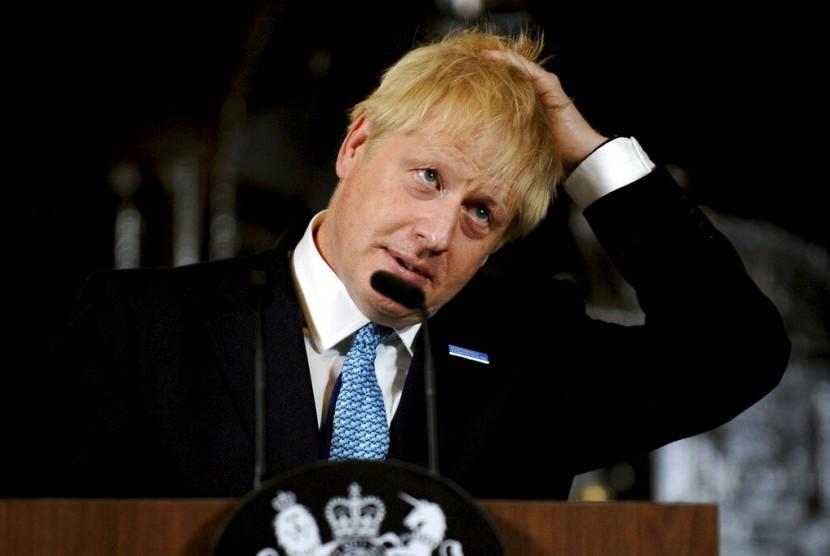 Perdana Menteri Inggris Boris Johnson saat berpidato di Manchester, Inggris, Sabtu (27/7).