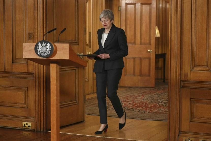 Perdana Menteri Inggris Theresa May saat akan menyampaikan pernyataan Inggris masih buntu terkait Brexit di 10 Downing Street, London, Rabu (20/3).