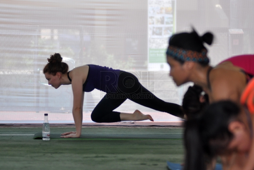 Perempuan berolahraga.