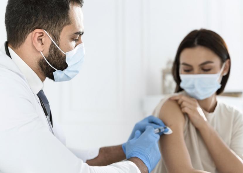 Vaksinasi covid-19. ilustrasi
