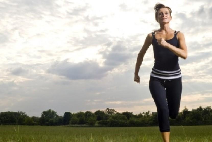 Perempuan tetap bugar dan sehat dengan berolahraga/ilustrasi
