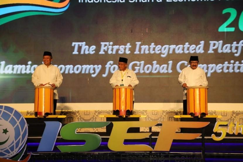 Peresmian ISEF dilakukan oleh Presiden Republik Indonesia yang diwakili oleh Menteri Koordinator Bidang Perekonomian Indonesia, Darmin Nasution, didampingi oleh Gubernur Bank Indonesia, Perry Warjiyo dan Gubernur Provinsi Jawa Timur, Soekarwo.