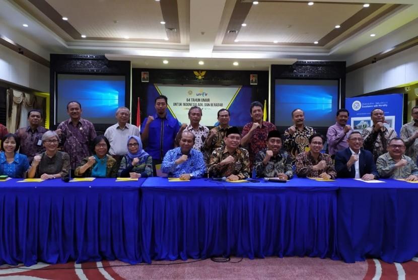 Perguruan Tinggi Negeri (PTN) dan Perguruan Tinggi Swasta (PTS) yang ada di Surabaya dan Madura mengajak masyarakat kembali bersatu setelah dilaksanakannya Pemilihan Umum 2019. Ajakan tersebut disampaikan pimpinan 18 perguruan tinggi di Surabaya dan Madura, yang dipimpin langsung oleh Rektor Universitas Airlangga (Unair), M. Nasih
