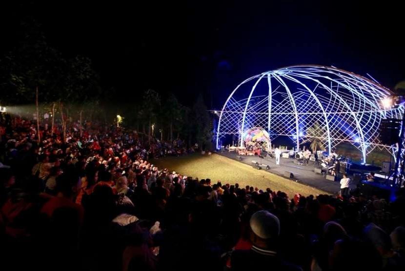 Perhelatan musik Jazz Gunung Ijen kembali mengalun indah di Banyuwangi, Sabtu (22/9).