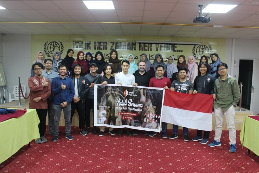 Perhimpunan Pelajar Indonesia (PPI) Turki peduli yatim piatu Suriah. Donasi disalurkan melalui PKPU.