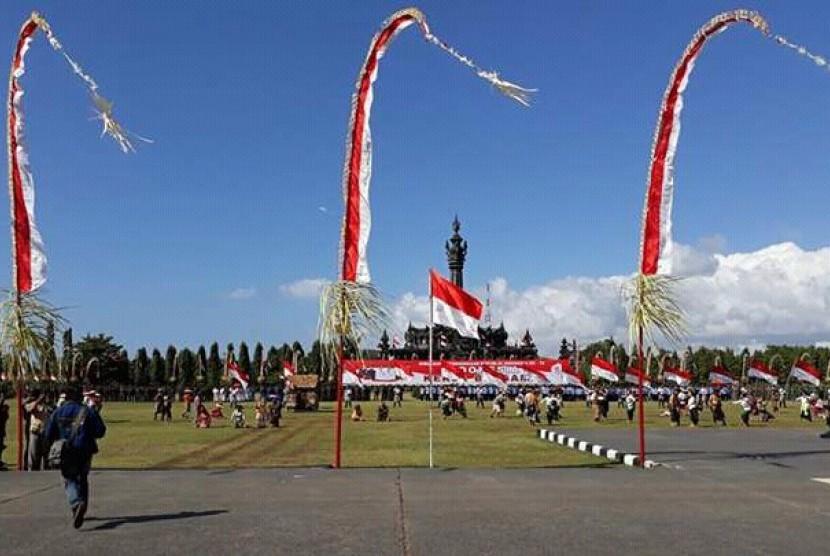 Peringatan kemerdekaan RI ke-72 dilakukan dengan menggelar sosiodrama Perang Puputan di lapangan Puputan Renon, Bali, (17/8).