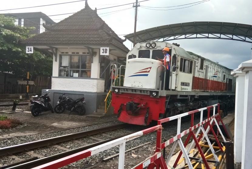 Penumpang angkutan kereta api di momentum libur Natal 2019 dan Tahun Baru 2020 diprediksi meningkat 7 persen dibandingkan musim yang sama tahun sebelumnya (Ilustrasi Kereta Api)