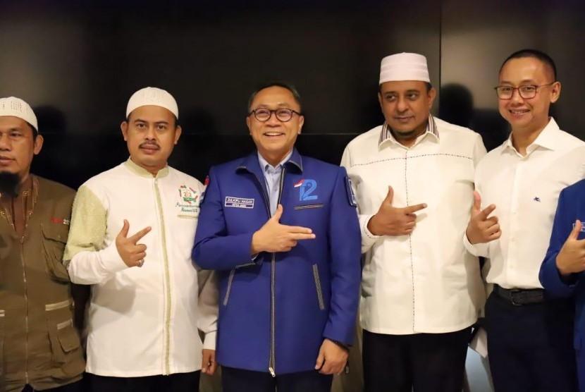 Persaudaraan Alumni 212 memutuskan untuk memberikan dukungan pada Partai Amanat Nasional (PAN) di Pemilu 2019.