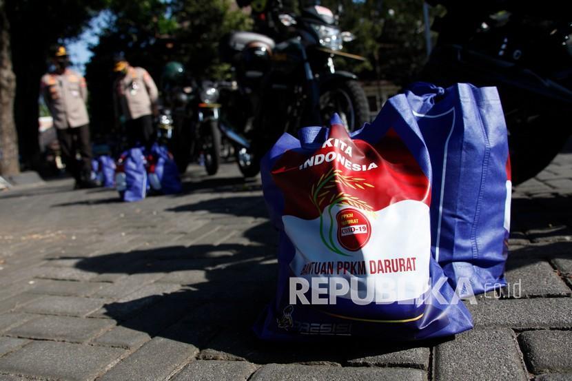 Komunitas Tionghoa di Bandung Bagikan Sembako ke Warga (ilustrasi).