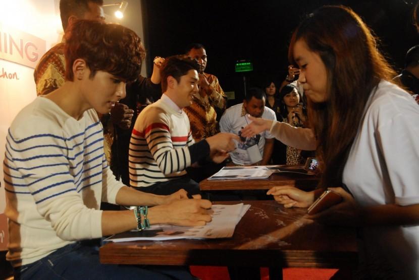 Personil Super Junior di pembukaan Kyochon Indonesia