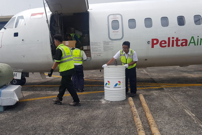 Pertamian mengubah pesawat Pelita Air menjadi pesawat kargo.