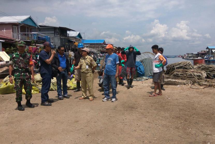 Pertamina menerjunkan tim verifikasi untuk memantau pembersihan minyak tumpah di Teluk Balikpapan.