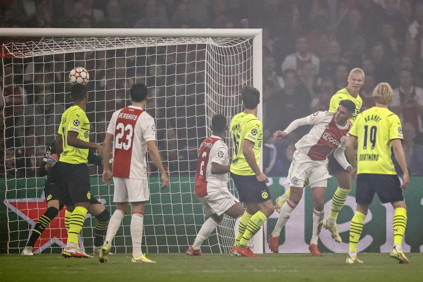 Pertandingan Ajax Amsterdam melawan Borussia Dortmund di fase Grup C Liga Champions, Rabu (20/10).