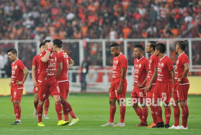 Pertandingan Persija Jakarta melawan Persib Bandung dalam laga lanjutan Liga 1 di Stadion Gelora Bung Karno, Senayan, Jakarta, Rabu (10/7).