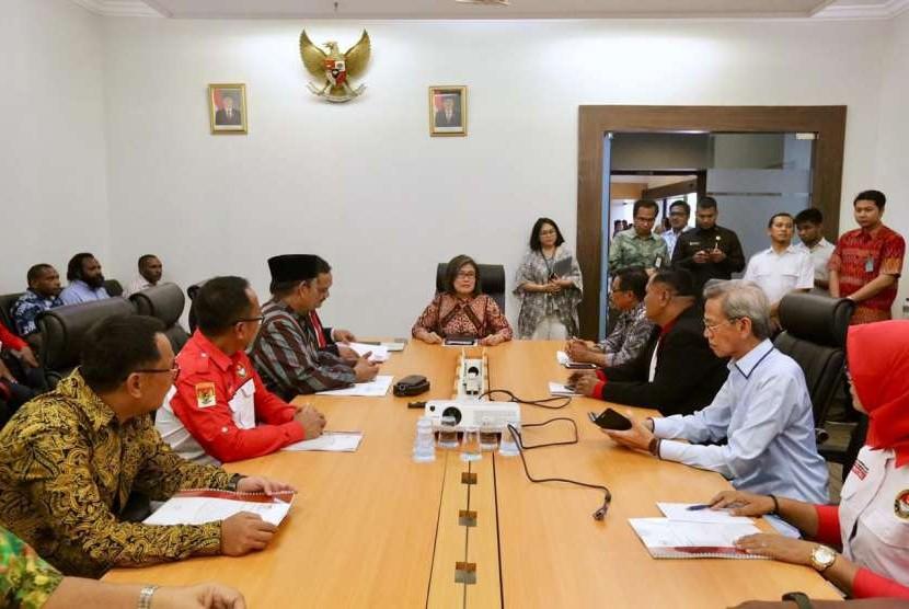 Pertemuam membahas daerah otonomi baru di kantor staf presiden.