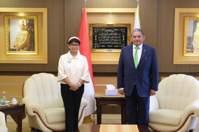 Pertemuan bilateral Menteri Luar Negeri (Menlu) RI Retno Marsudi dengan Menlu Brunei Darusalam Datuk Eriwan.