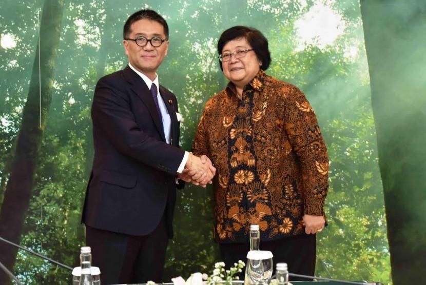 Pertemuan Menteri LHK Siti Nurbaya dan Menteri Lingkungan Jepang Tadahiko ITO, Selasa (17/1).
