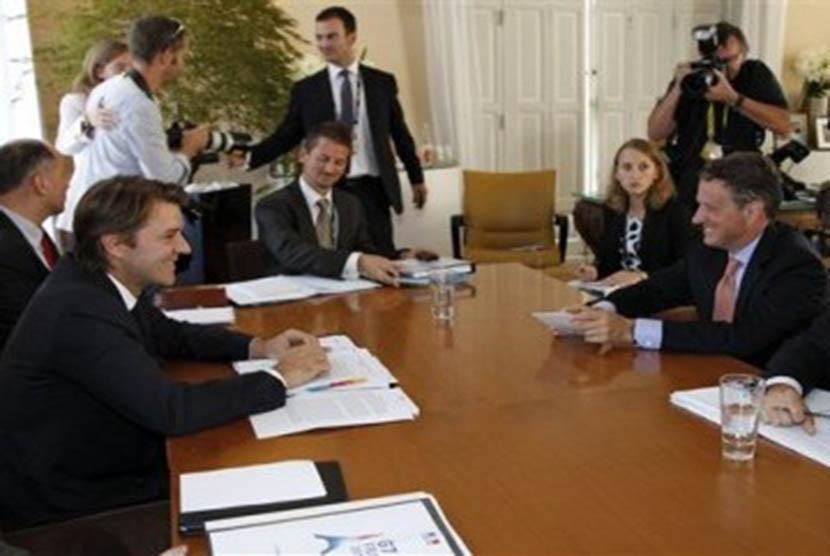Pertemuan negara-negara G7 di Prancis untuk membahas krisis ekonomi di Eropa dan penyelamatan ekonomi global.