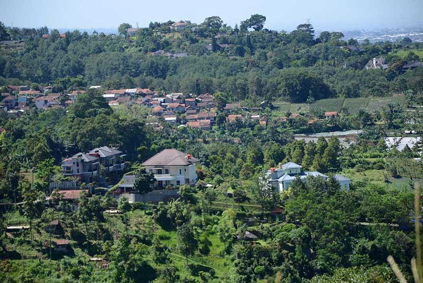 Perumahan-perumahan mewah di Kawasan Bandung Utara (KBU), Jawa Barat.