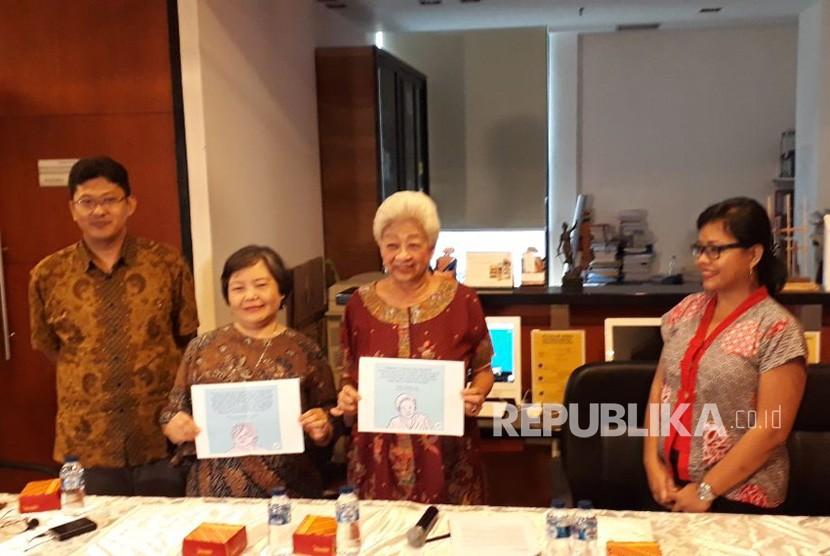 Perwakilan dari Profesor Peduli MK memberikan pernyataan pers di Sekolah Tinggi Hukum Indonesia (STHI) Jentera, Kuningan, Jakarta Selatan, Jumat (9/2).