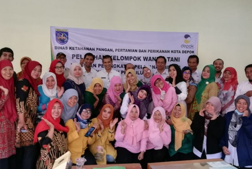 Perwakilan kelompok tani wanita (KWT) se-Kota Depok mengikuti pelatihan cara membuat bakso, otak-otak dan somay (BOS).