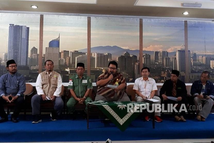 Perwakilan LAZ Persis Angga Nugraha membacakan sikap POROZ terkait perkembangan pengelolaan zakat.