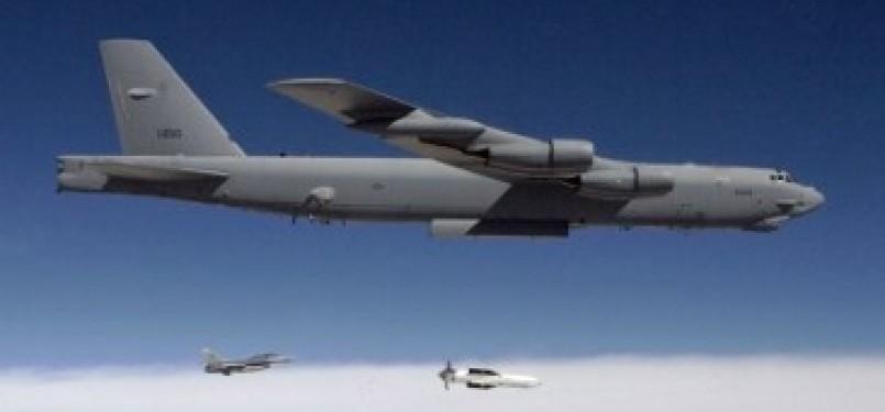 Pesawat B-52 penghancur bunker