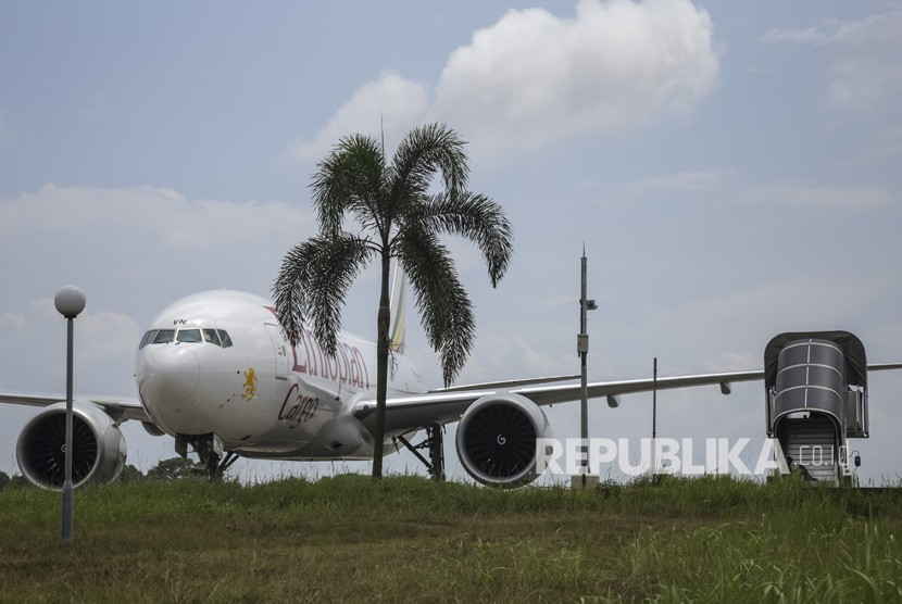 Ethiopian cargo plane parked at Hang Nadim Airport, Batam, Riau Province, after being forced to land by Indonesian fighter jets for not having a permit to fly over the area's airspace, Monday (Jan 14).