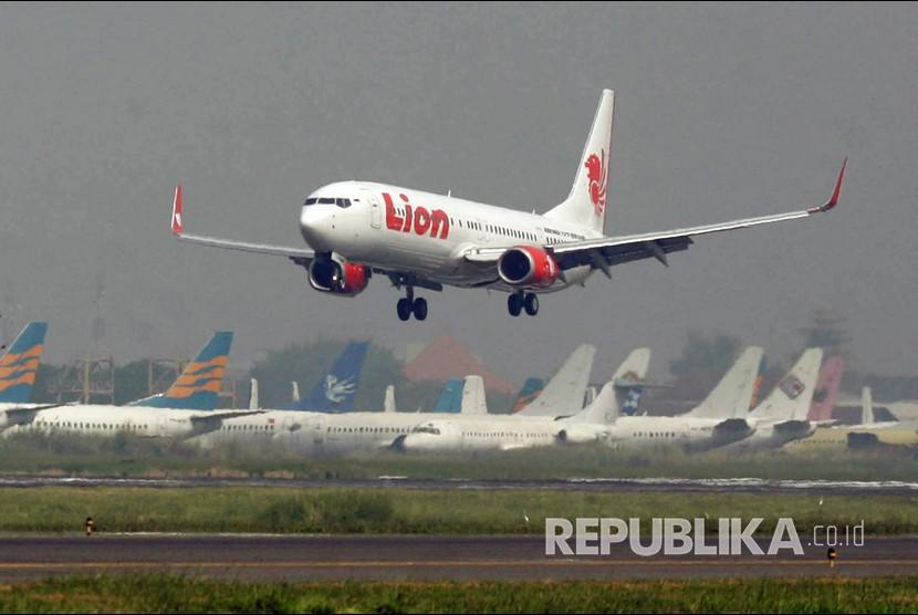 Ratusan Penerbangan Dibatalkan Gara Gara Tiket Mahal Republika