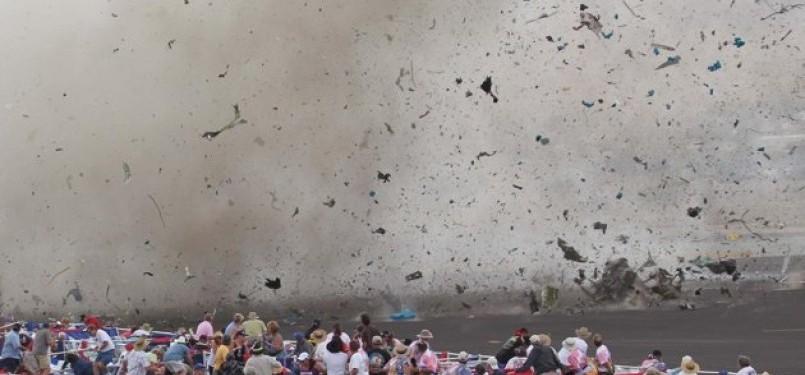 Pesawat P-51 Mustang jatuh dan hancur berkeping-keping dalam Reno Air Show, Jumat waktu setempat