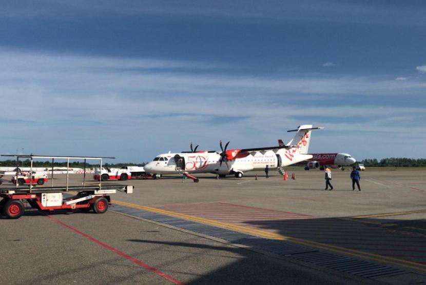 Pesawat Wings Air dengan nomor penerbangan 1293 jurusan Padang-Jambi yang mengangkut oknum TNI berinisial NS. Akibat candaan NS tentang bom, seluruh penumpang terpaksa diturunkan kembali dan penerbangan ditunda.