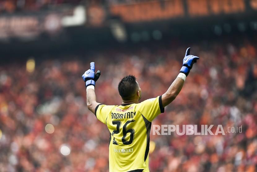 Pesepak bola Persija Jakarta Andritany Ardhiyasa merayakan gol dalam pertandingan liga 1 2018, di Stadion Gelora Bung Karno, Jakarta, Ahad (9/12/2018).
