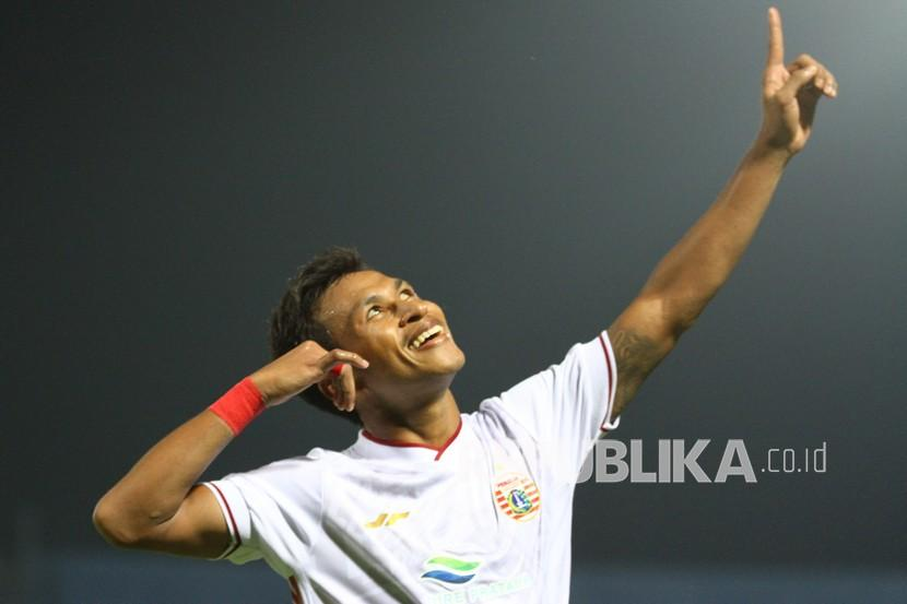 Pesepak bola Persija Jakarta Osvaldo Ardiles Haay dipanggil ke pemusatan latihan timnas Indonesia.