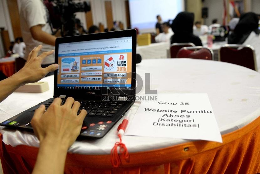 Peserta mengikuti kompetisi pembuatan aplikasi pendukung Pilkada di KPU, Jakarta, Ahad (8/11).  (Republika/Wihdan)
