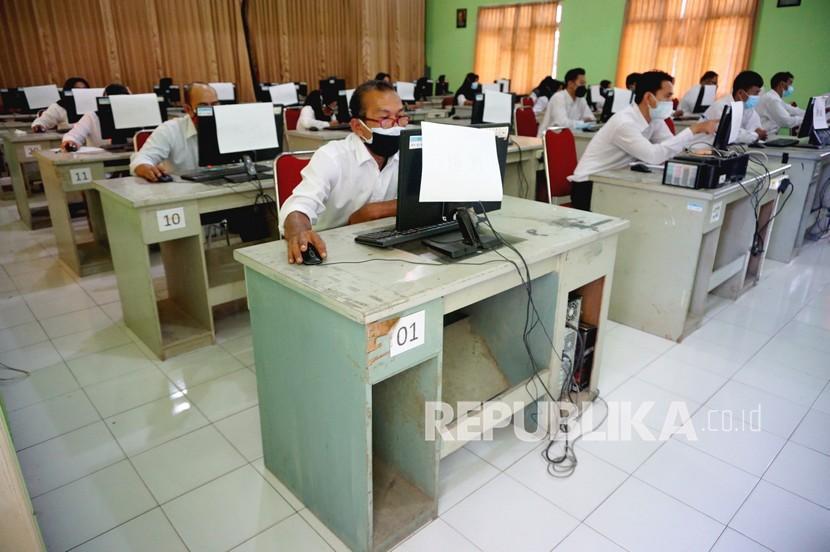 Peserta mengikuti tes seleksi PPPK (Penerimaan Pegawai Pemerintah dengan Perjanjian Kerja).